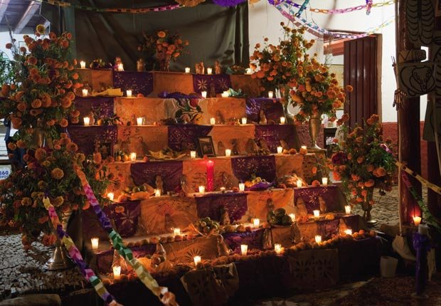 Day of the Dead altar in Tupataro - Day of the Dead Slideshow