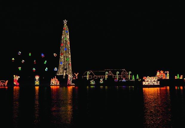 El árbol de navidad alumbrado más alto en Coeur d'Alene, Idaho - Destinos inesperados para estas vacaciones