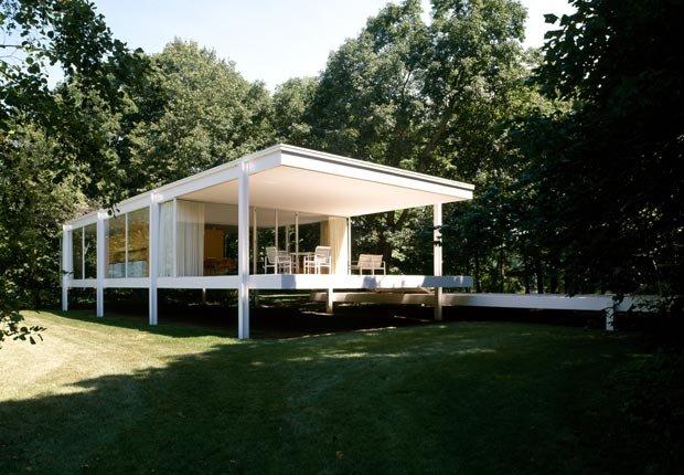 Farnsworth House del arquitecto Ludwig Mies van der Rohe, Plano, Illinois - Vista exterior.