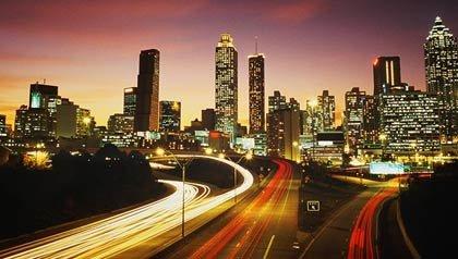 Foto nocturna de la ciudad de Atlanta, Evento AARP Life @ 50+