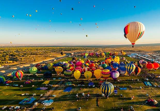 Vista aérea de Albuquerque International Balloon Fiesta, Albuquerque, Nuevo México  - Principales ciudades de Estados Unidos para visitar en el 2013