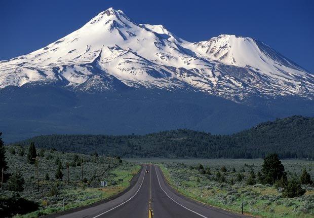California Mount Shasta, cerca de la ciudad Mount Shasta, CA - Frommers hermosas montañas