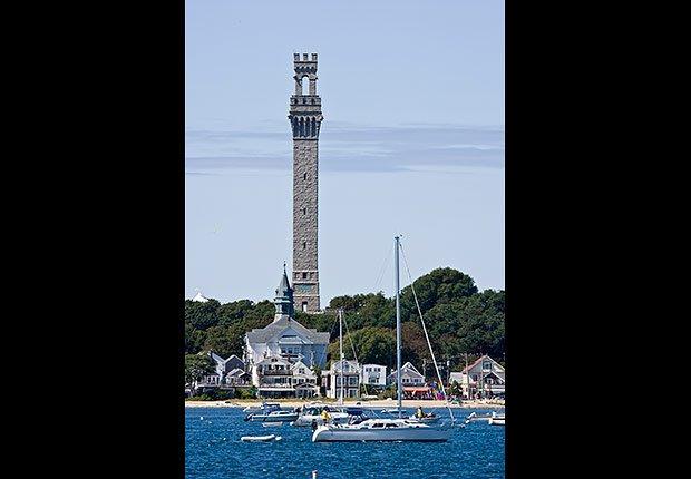 Monumento Pilgrim ofrece vistas al puerto de Provincetown en MA- 10 lugares en Estados Unidos con vistas increíbles