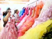 La compra de vestidos de quinceañera. La ciudad fronteriza de McAllen, TX tiene una cultura propia.