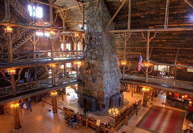 Old Faithful Inn en el Parque Nacional Yellowstone.