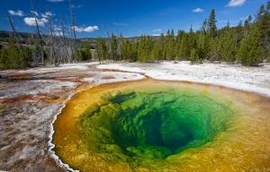 Piscina de la correhuela, formaciones rocosas y la piscina colorido