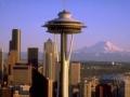 El Space Needle y el Monte Rainier se ciernen sobre el centro de Seattle, los edificios más extraños de América