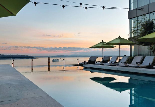 Piscina en el Four Seasons Seattle, 10 grandes piscinas de hoteles en los Estados Unidos