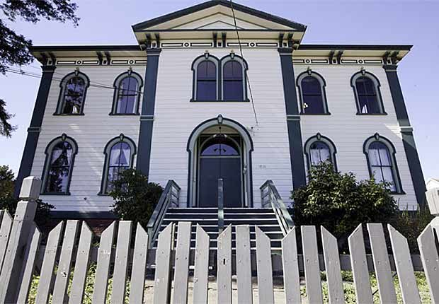 Residencia de Alfred Hitchcock - Casas o sitios donde dejaron huella escritores famosos