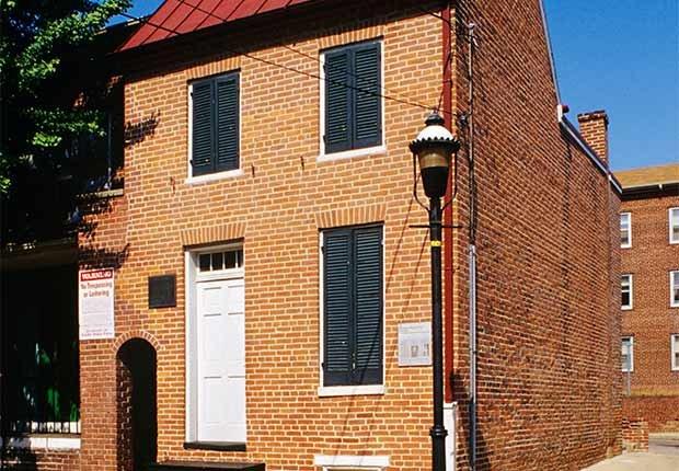 Residencia de Edgar Allan Poe - Casas o sitios donde dejaron huella escritores famosos