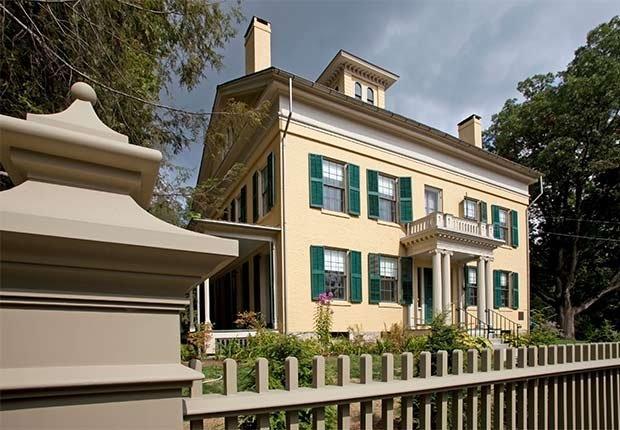 Residencia de Emily Dickensen - Casas o sitios donde dejaron huella escritores famosos