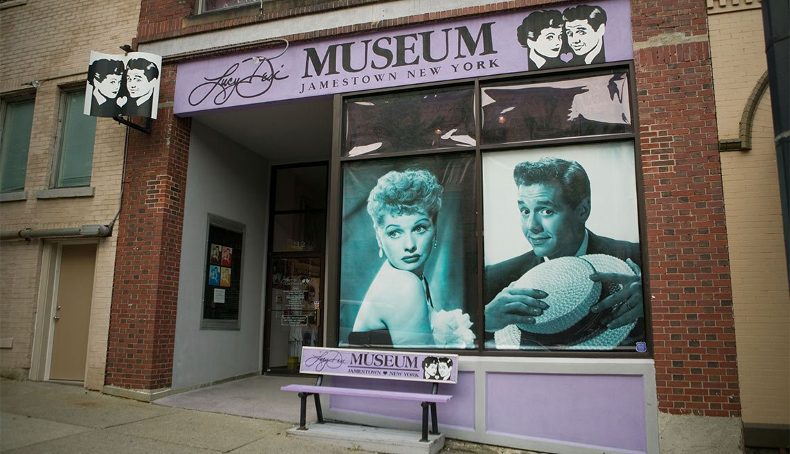Atracciones turísticas que resaltan la cultura hispana - Lucy and Desi Museum and Center for Comedy, Jamestown, NY