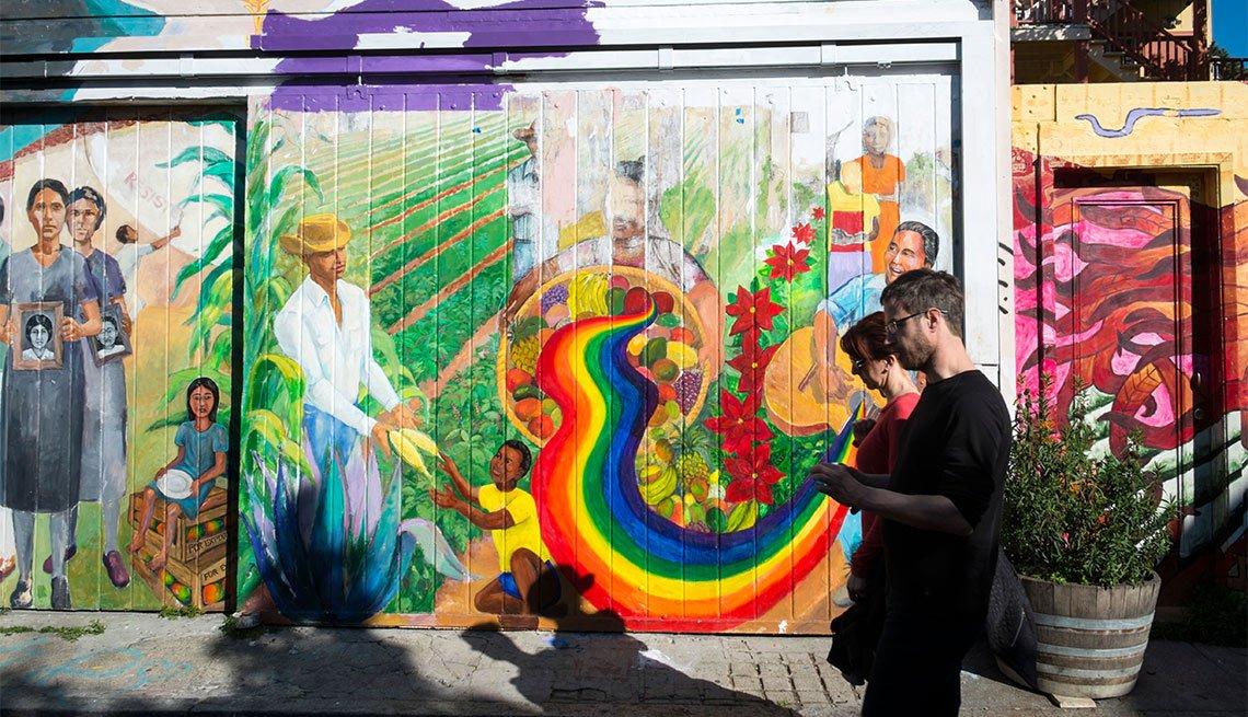 Atracciones turísticas que resaltan la cultura hispana - Mission Street, San Francisco Murals