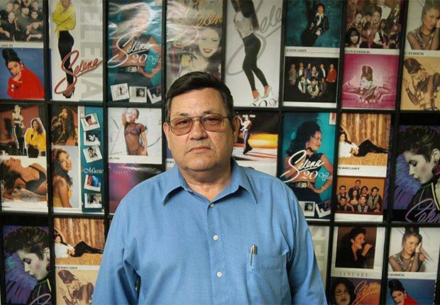 Abraham Quintinilla en el Selena Museum en Corpus Christi, TX