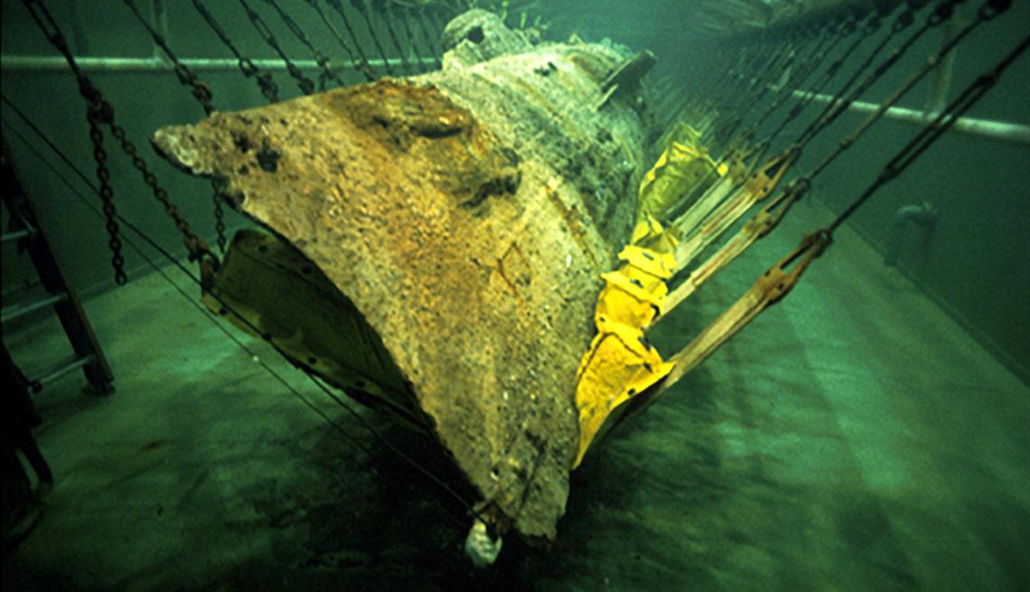 El submarino H. L. Hunley está sumergido para su conservación en Charleston.