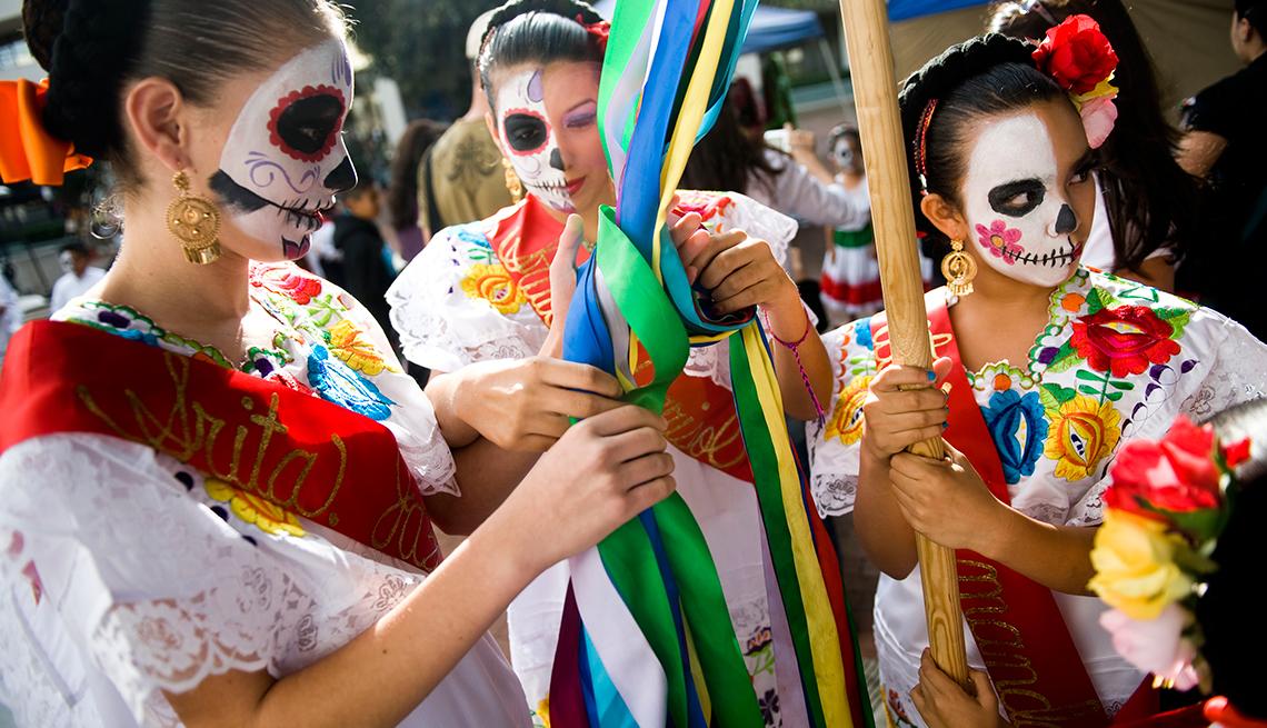 item 1 of Gallery image - Ciudades en donde conmemoran el Día de los Muertos