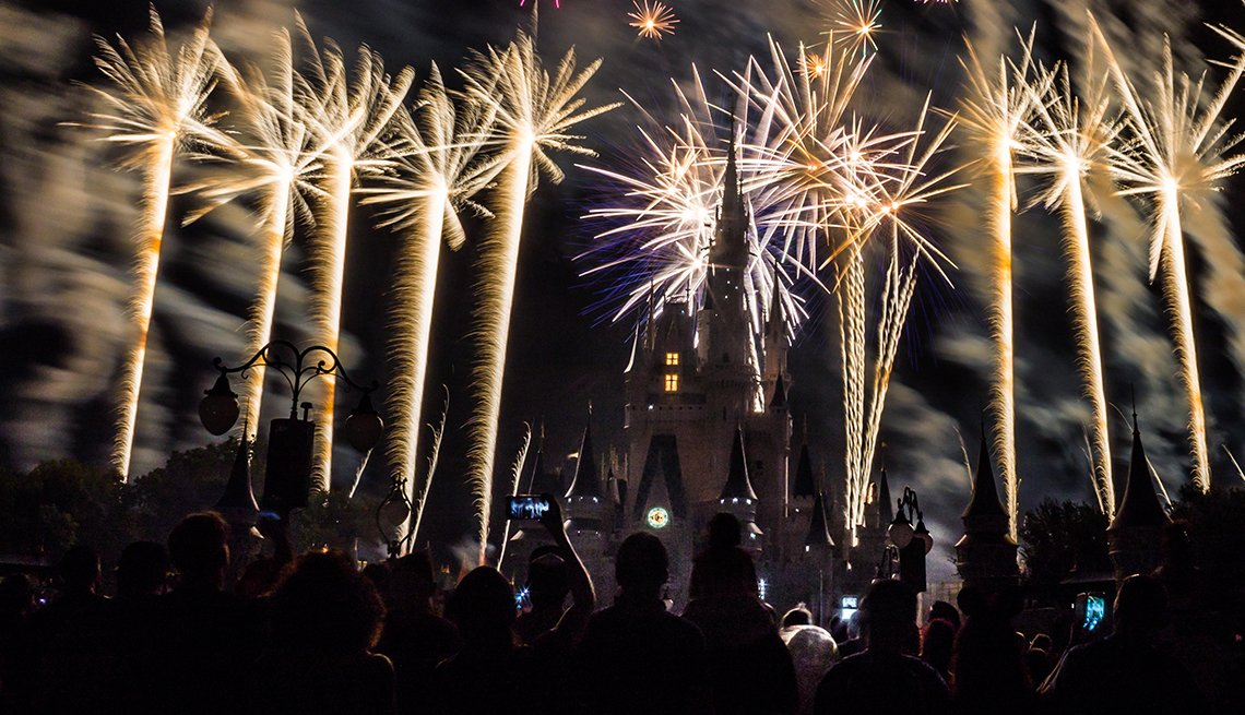 item 3 of Gallery image - Fireworks over Cinderella Castle in Magic Kingdom Park at Walt Disney World in Orlando, Florida, Best Fireworks Displays