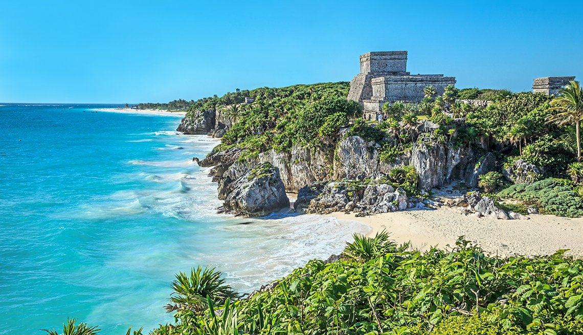 Tulum holds the honor of being the most picturesque archaeological site in the Riviera Maya and the only one to have been built overlooking the ocean. A visit here offers spectacular views of the Riviera Maya beaches, Caribbean Sea and surrounding coastal