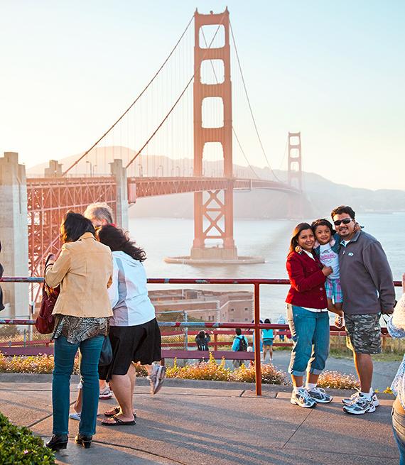 El puente Golden Gate al atardecer, San Francisco, CA