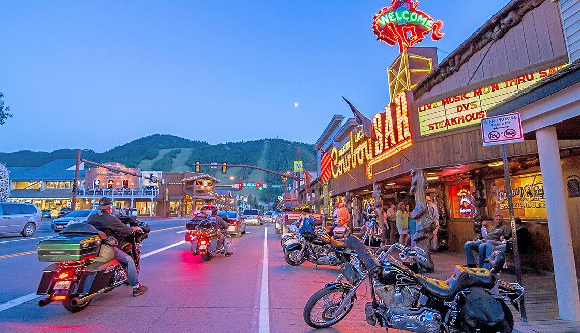 Grupo de motociclistas en Jackson, Wyoming