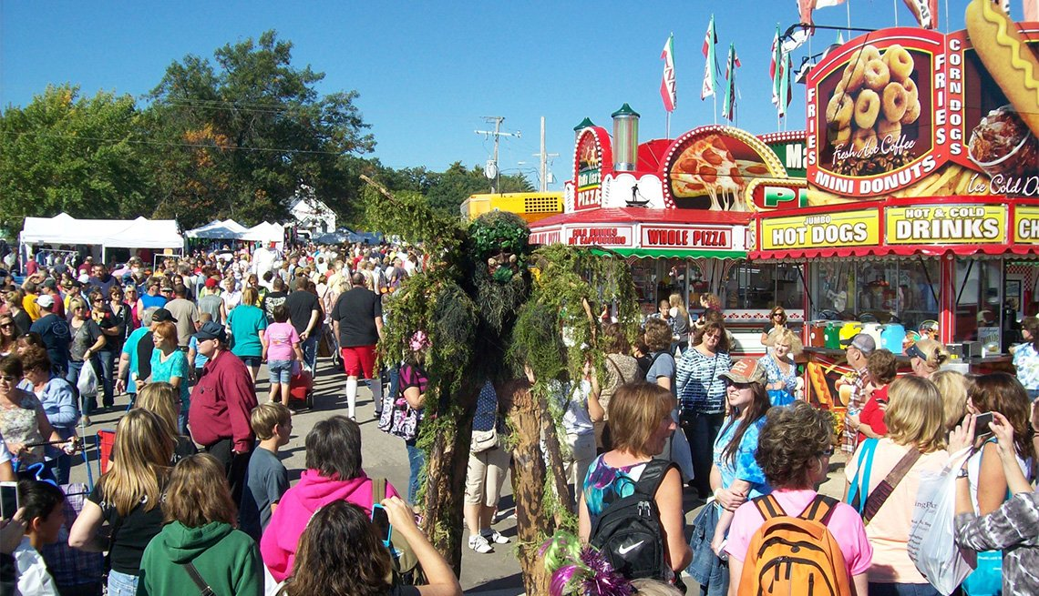 people walking around at the Warrens Cranberry Festival