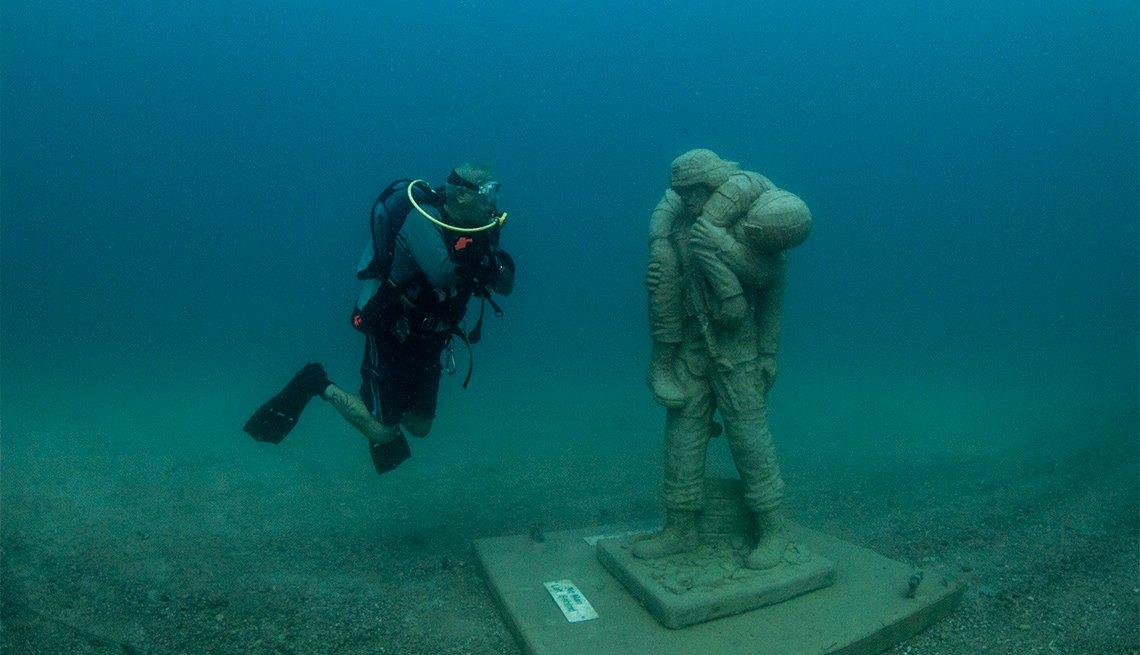 Driver viewing underwater Veteran's statue
