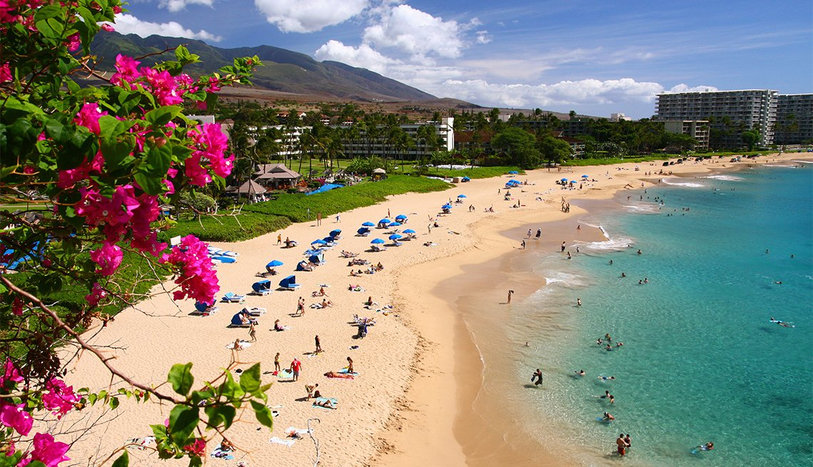Vista de la playa dese un hotel frente al mar en Maui