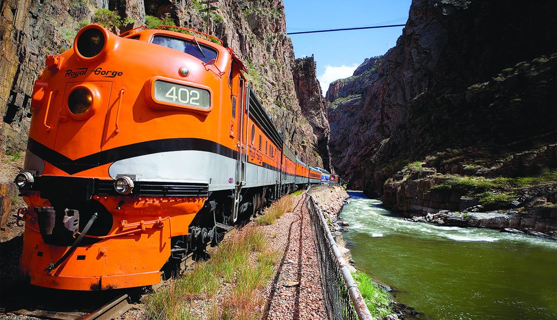 Tren por la región de Royal Gorge en Colorado