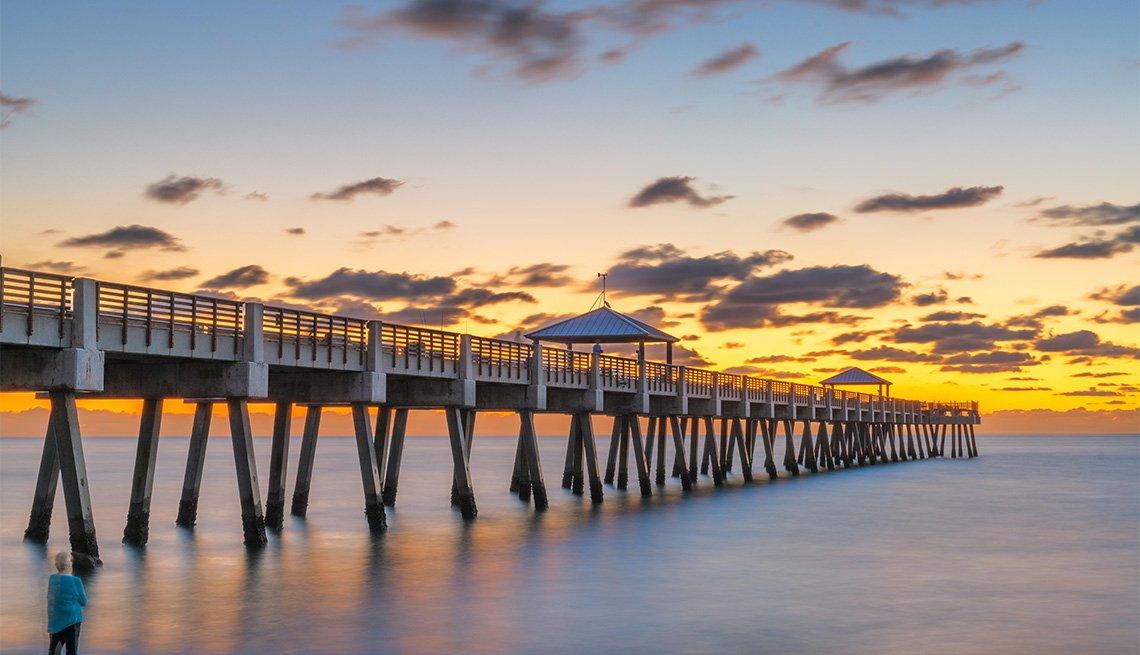 Juno Beach Pier just before sunrise