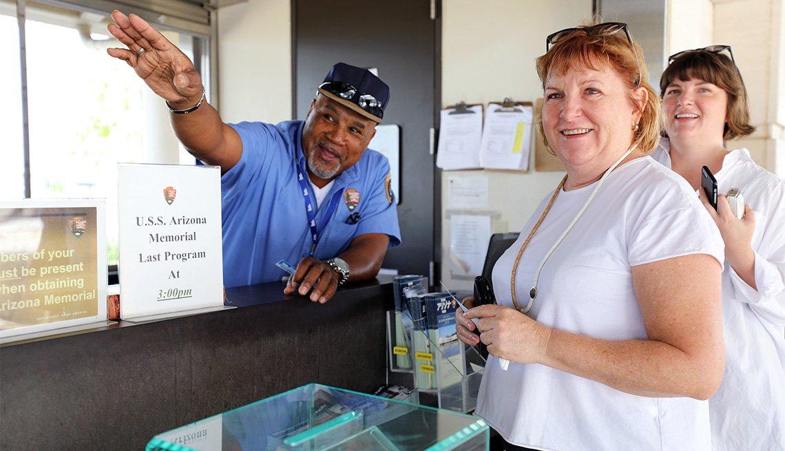 Tony, ex marine de Estados Unidos, trabajando en Pearl Harbor