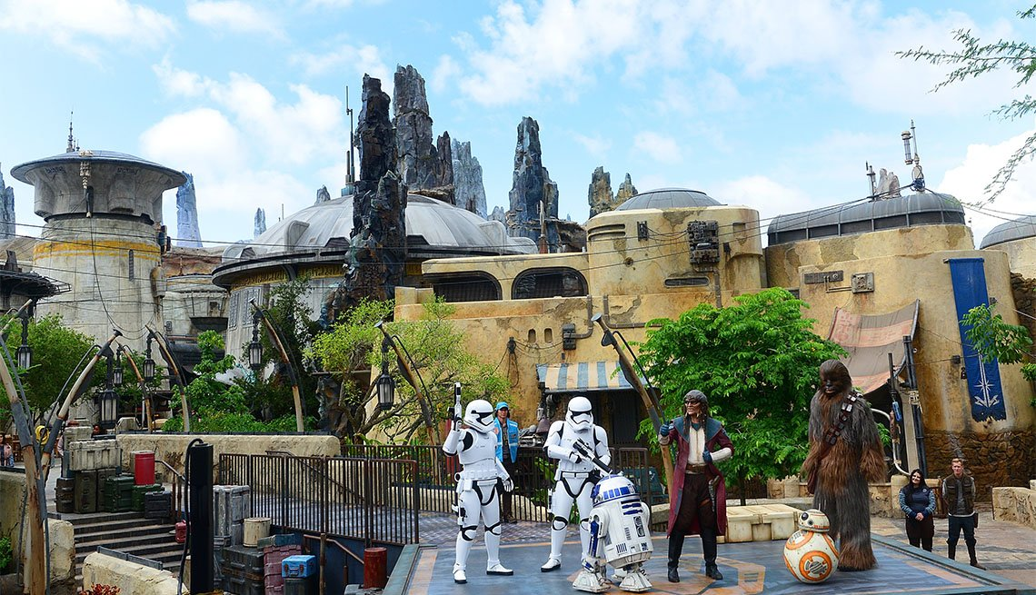 Star Wars characters R2-D2, Hondo Ohnaka, BB-2 and Chewbacca perform during the Star Wars: Galaxy's Edge Dedication Ceremony at Disney's Hollywood Studios on August 28, 2019 in Orlando, Florida.