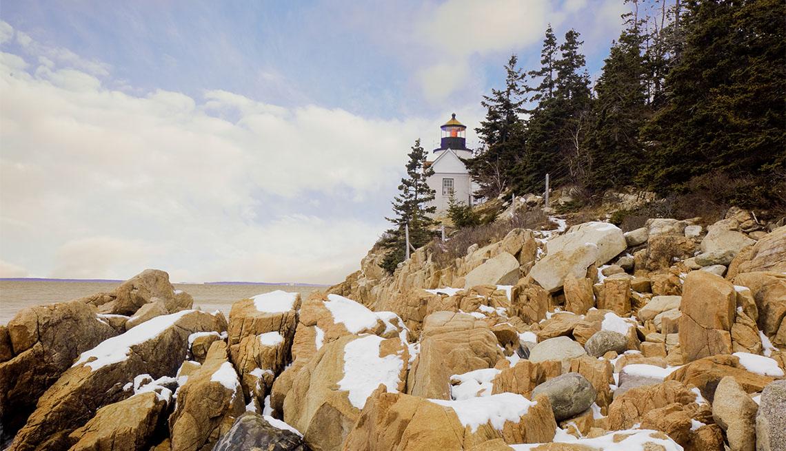 Faro de Bass Harbor ubicado dentro del Parque Nacional Acadia