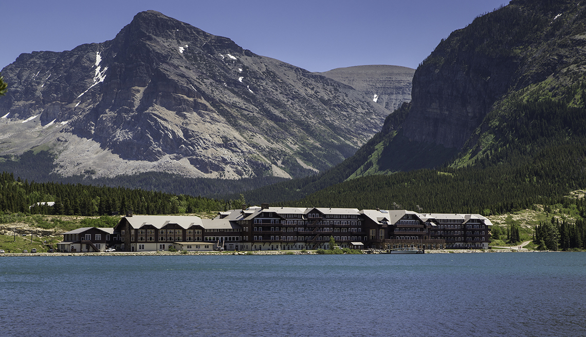 Many Glacier Hotel, Lakeside