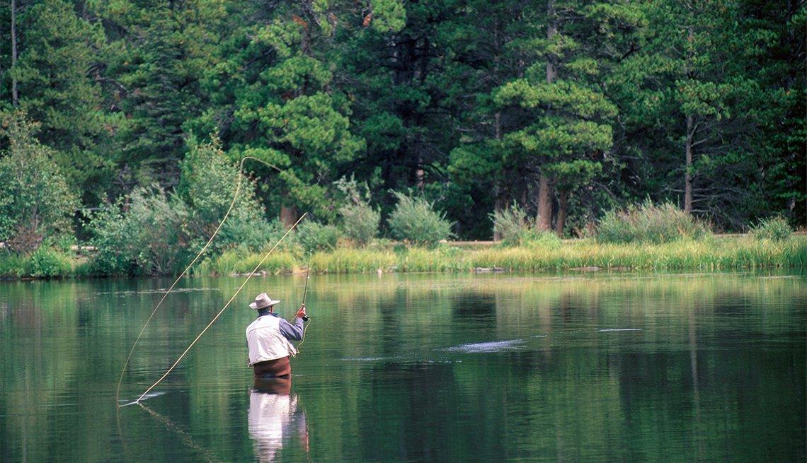 Pescador en el Parque Nacional Rocky Mountain