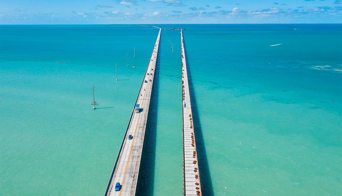 item 4 of Gallery image - Vista aérea de la vía a los cayos de la Florida Coastal Highway