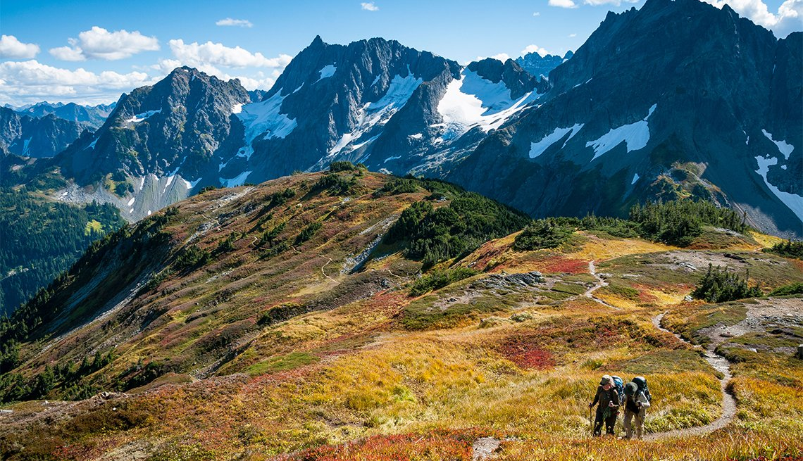 Couple with backpacks hiking on Sahale Arm Trail, Cascade Pass, North Cascades National Park