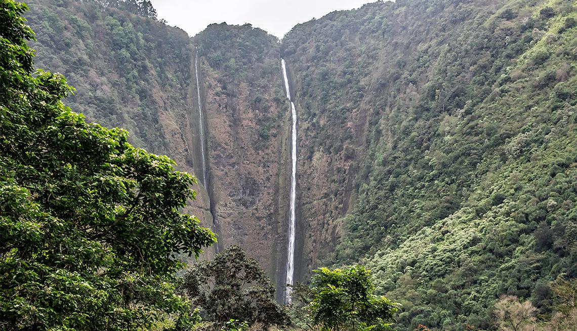 item 4 of Gallery image - Hiilawe Falls