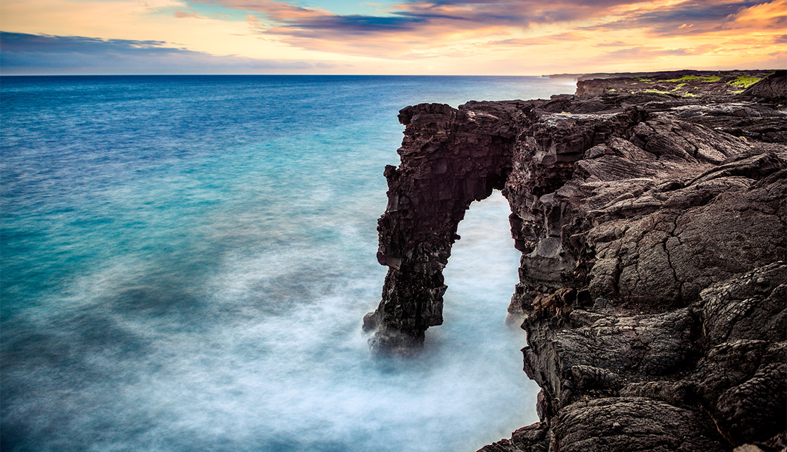 Holei Sea Arch in Hawaiʻi Volcanoes National Park