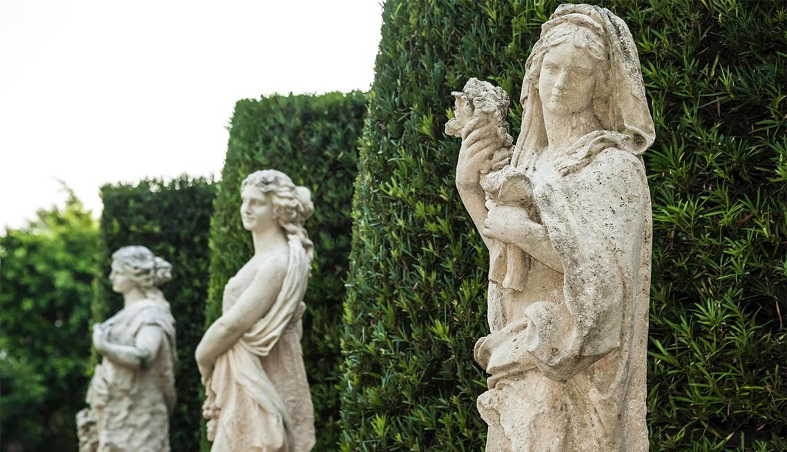 item 5 of Gallery image - 3 estatuas de mujeres