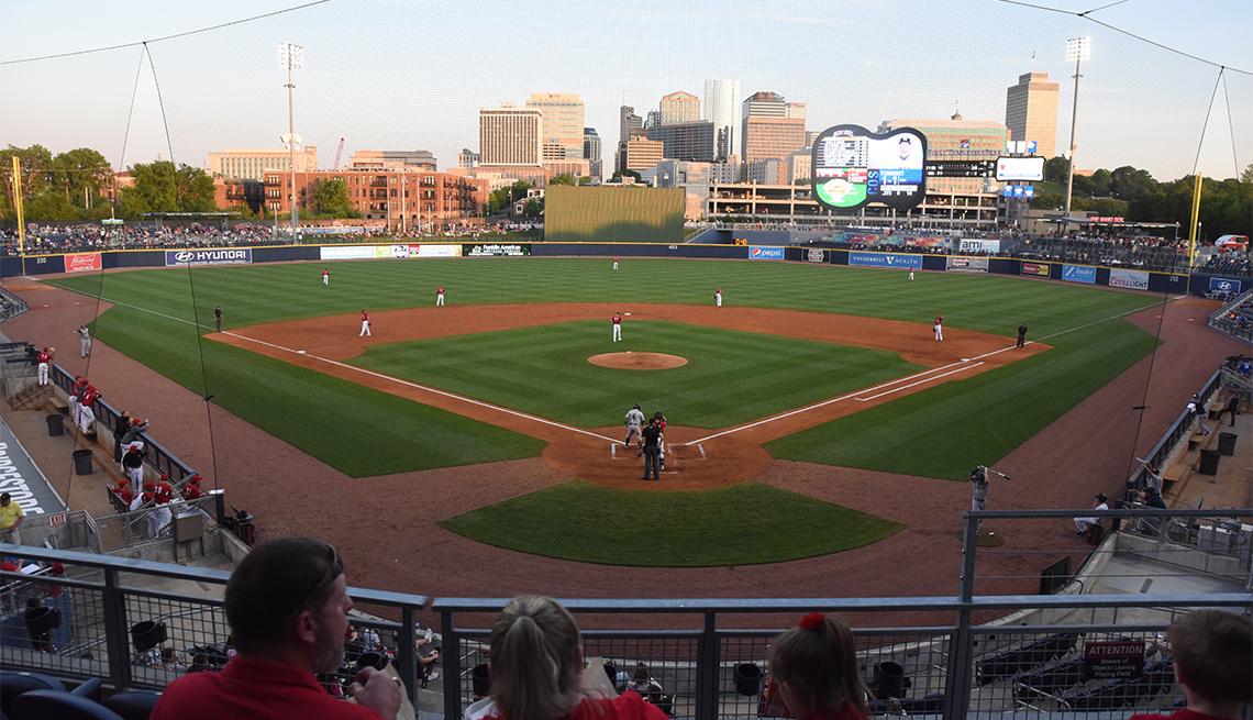 Panorámica del campo de béisbol de un estadio