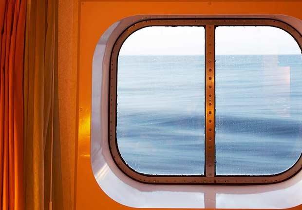 Vista al mar desde la cabina de un crucero - 8 mitos sobre cruceros