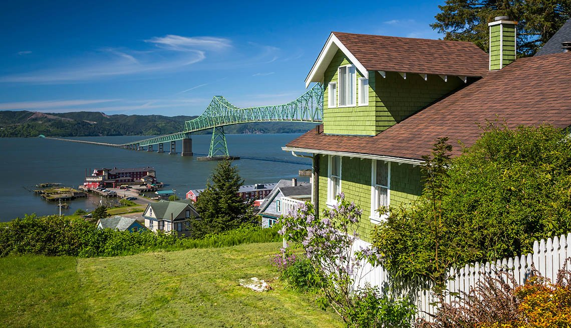 House Overlooking The Columbia River In Oregon, Best River Cruises