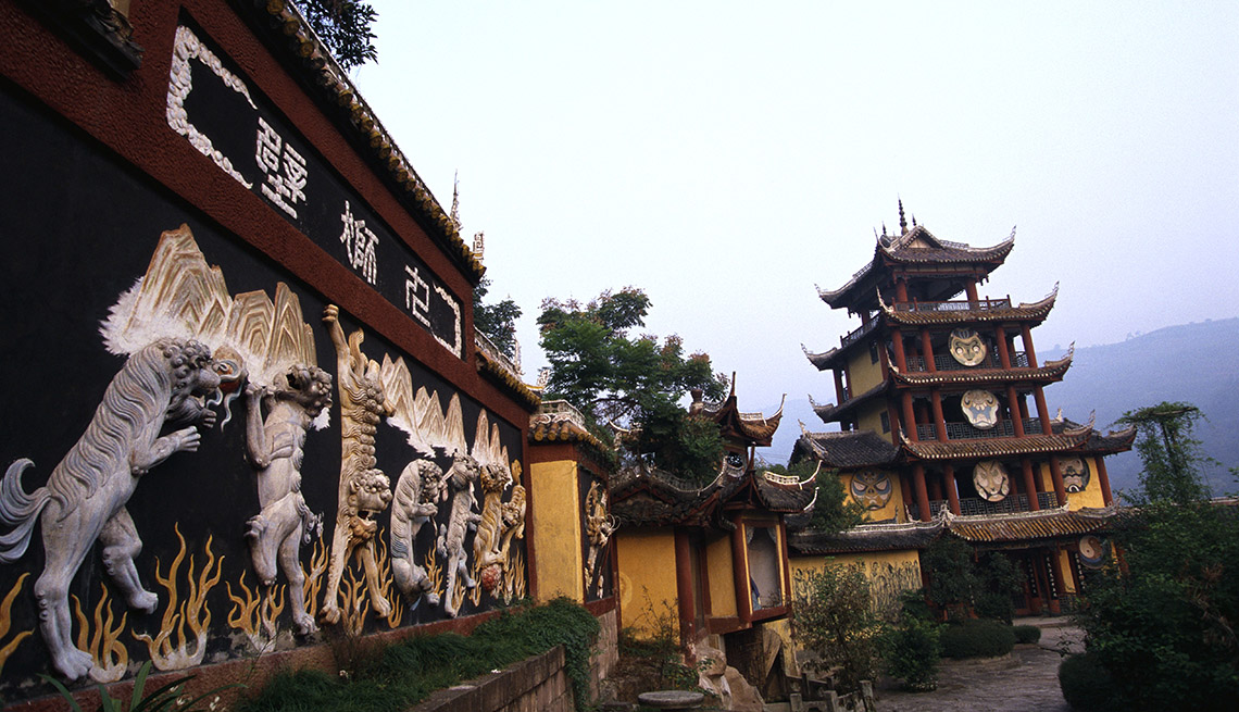 Temple And The Yangtze River In China, Best River Cruises