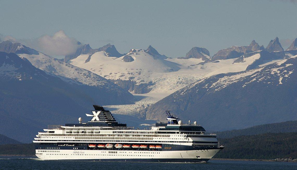 Crucero Mercury de Celebrity Cruises Reeder, Parque Nacional Glacier Bay, Alaska, Estados Unidos.