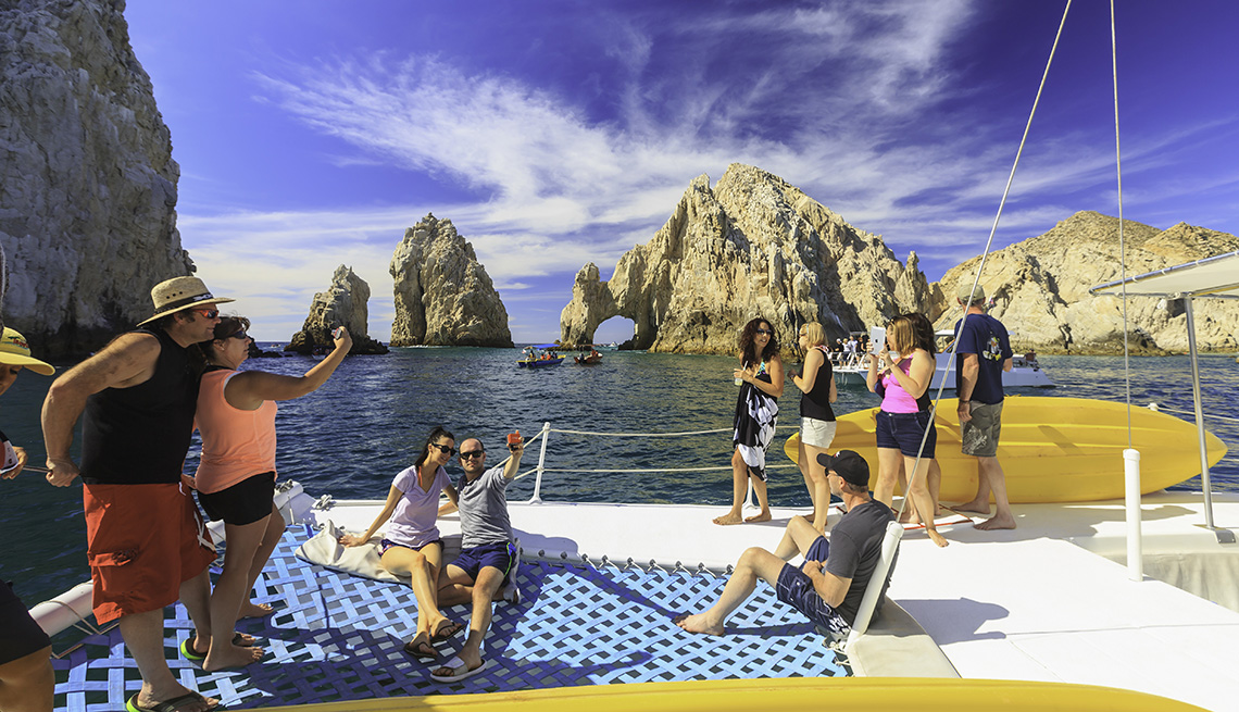 Adultos en viaje para hacer snorkel