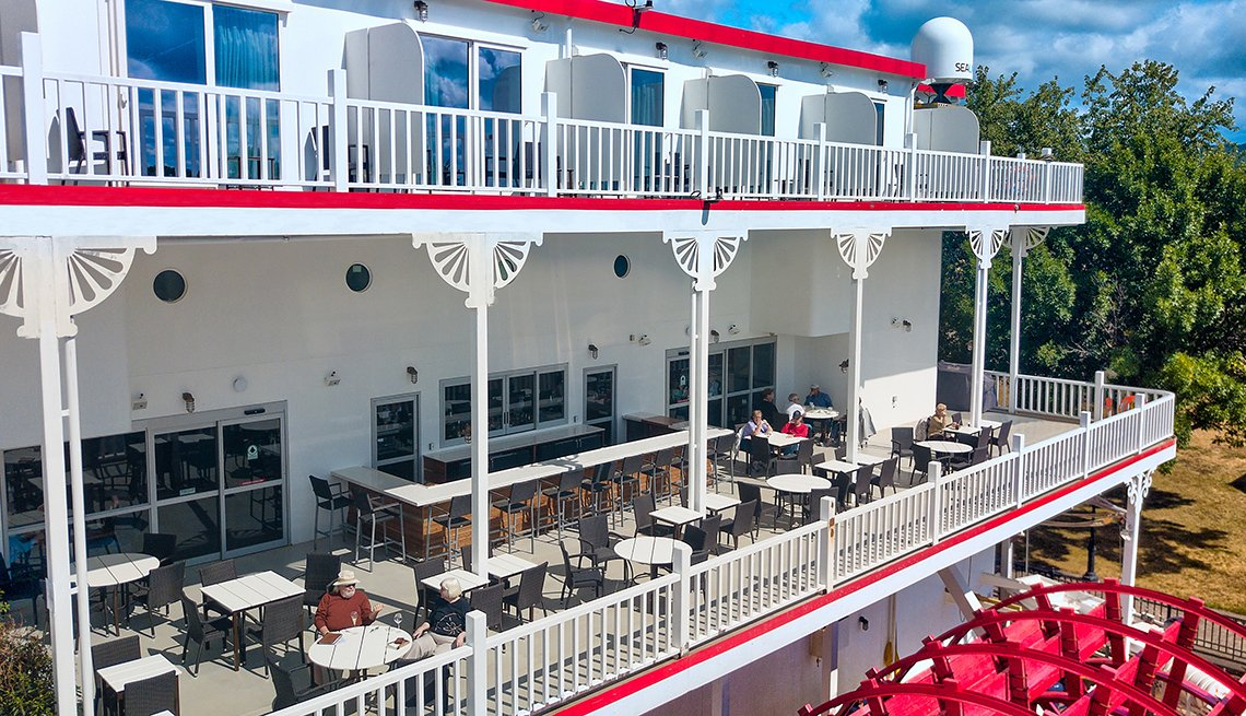Steamboat cruise ship