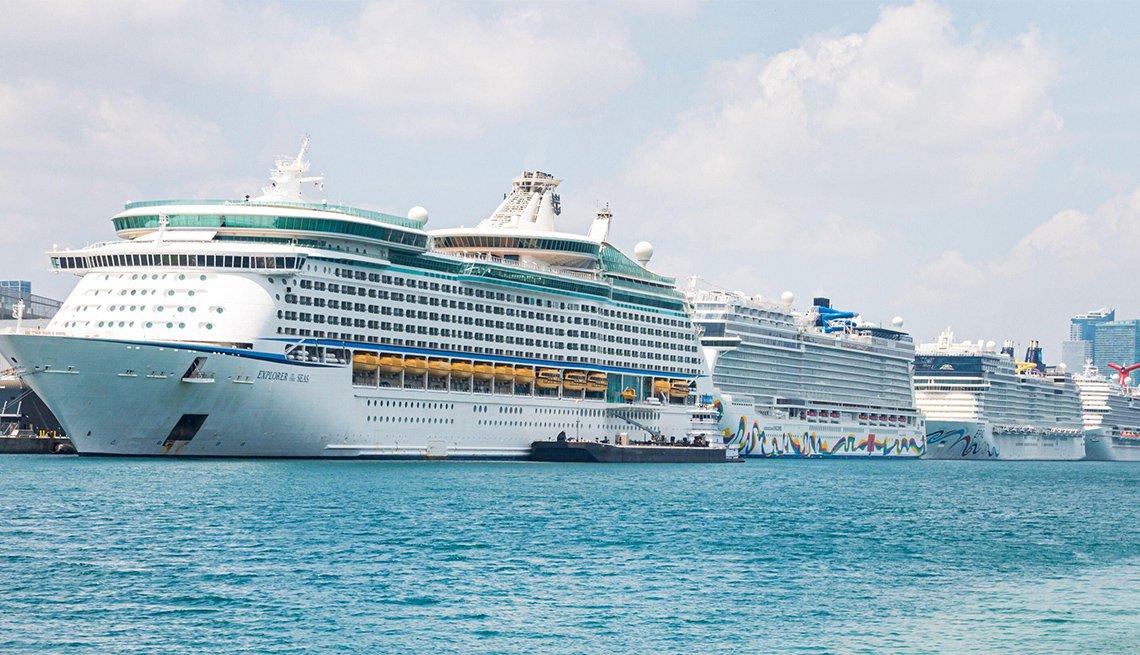 Varios cruceros en fila