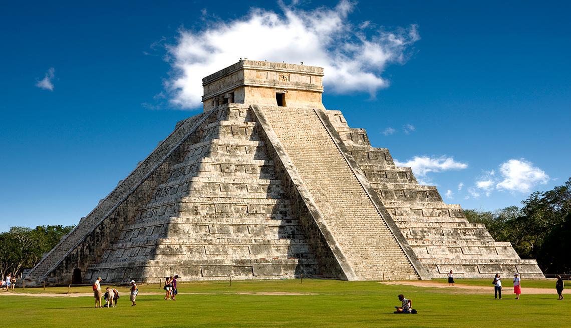 item 1 of Gallery image - Pirámide de Chichen Itza.