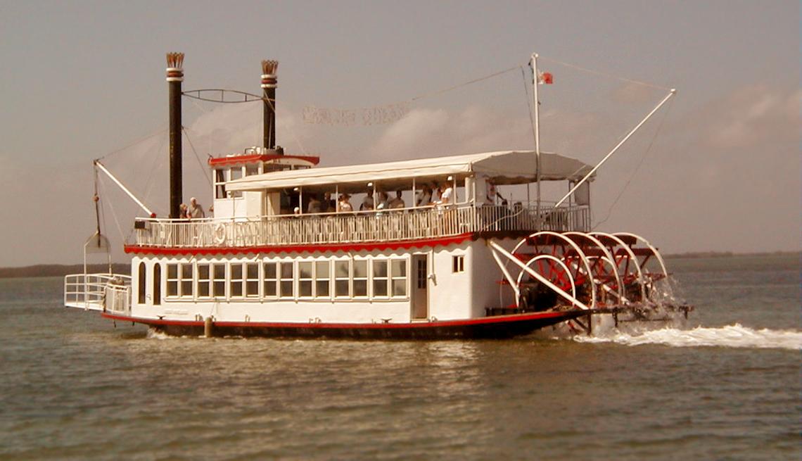 item 10 of Gallery image - Crucero Cancún Queen al atardecer.