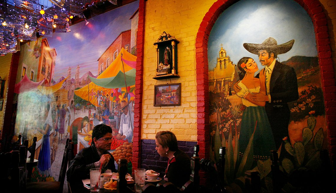Mariachi Bar and Market Square: Restaurant section